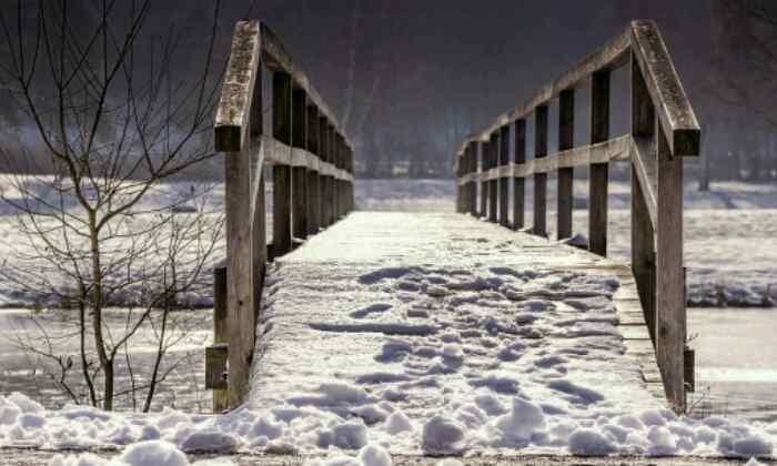 puzzle Pont de bois sous la neige,