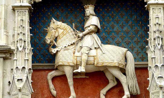 puzzle statue de Louis XII, Statue équestre de Louis XII à l'entrée du château de Blois 41018