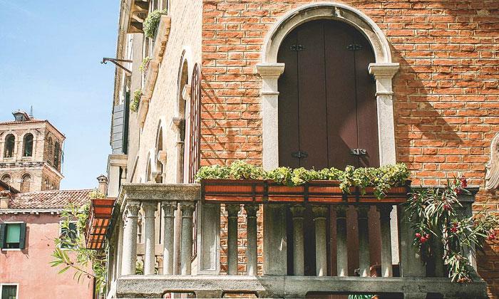 puzzle Balcon de maison ancienne,